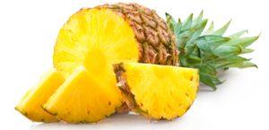 Anti-Inflamatuar besin ananas dilimleri ve yarım ananas