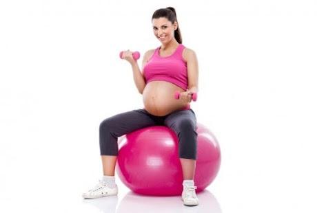 pilates yapan gebe kadın