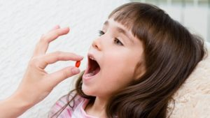 ilaç içen çocuk