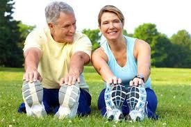 egzersiz yapan kadın erkek