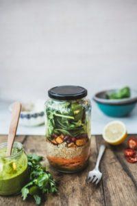Kavanozda Vegan Tayland Tarzı Kinoa Salatası