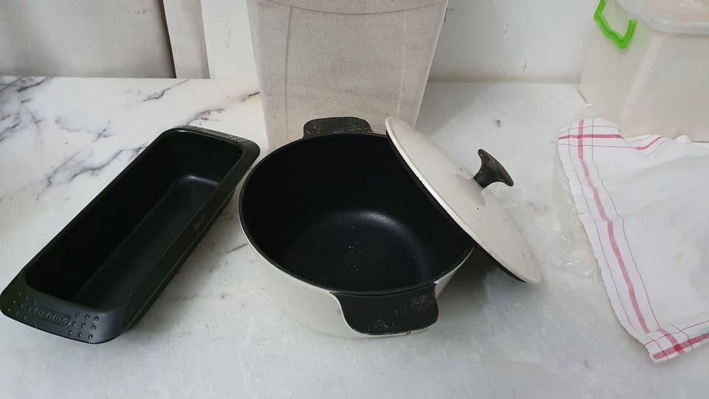 döküm tencere ve teflon pişirme kalıbı